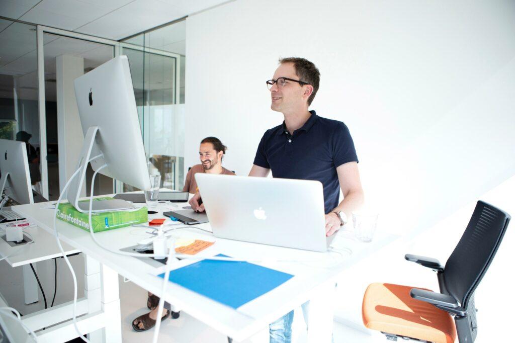 Sander Kruitwagen op kantoor bij Essense
